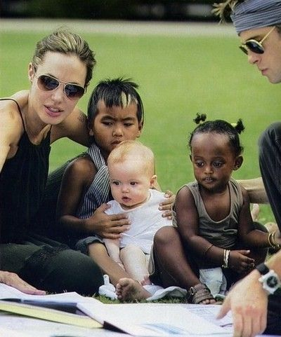 Angelina jolie et ses enfants adorent les criquets for Angelina maison de l afrique